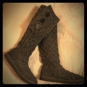 UGG knit boots! Size 7, cozy cute! Dark grey!
